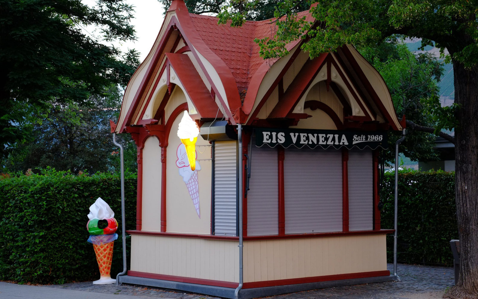 ice cream stand shed